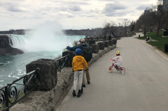 Social distancing at Niagara Falls